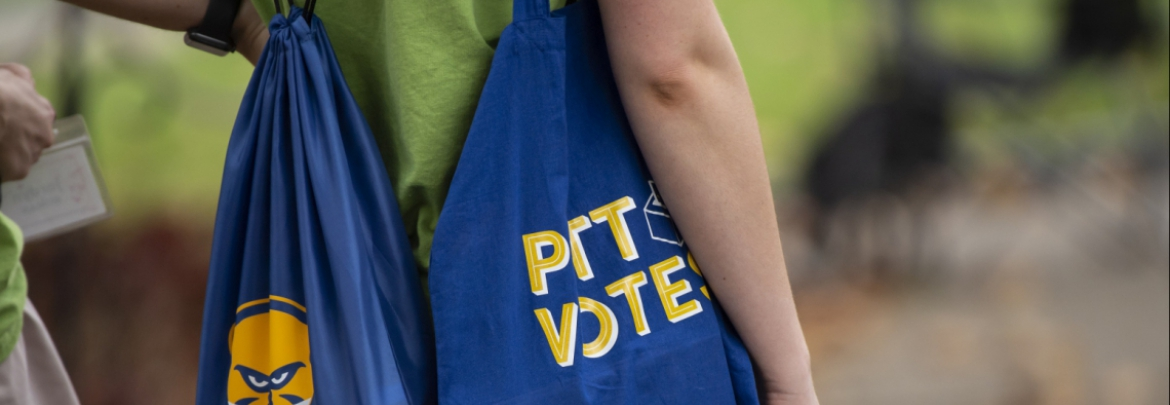 Student with Pitt Votes bag